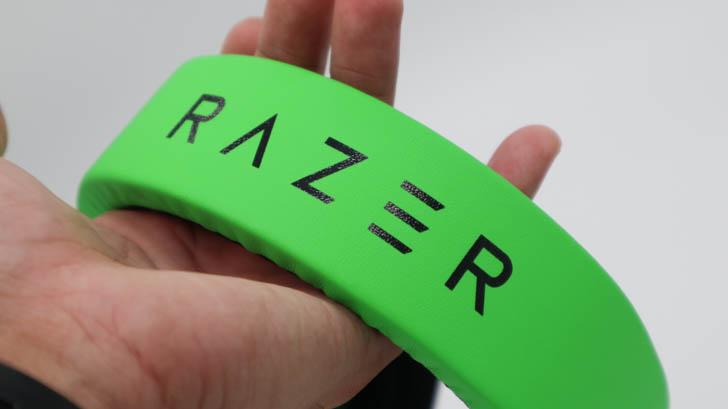 トップ部分にはRazerのロゴ入り
